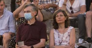 Ο Σωτήρης Τσιόδρας με μάσκα προστασίας στην Επίδαυρο, είδε τους «Πέρσες»